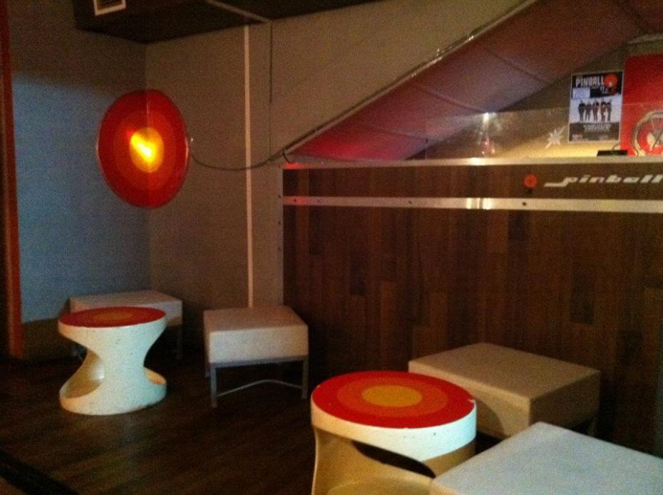 70s interior in club Pinball