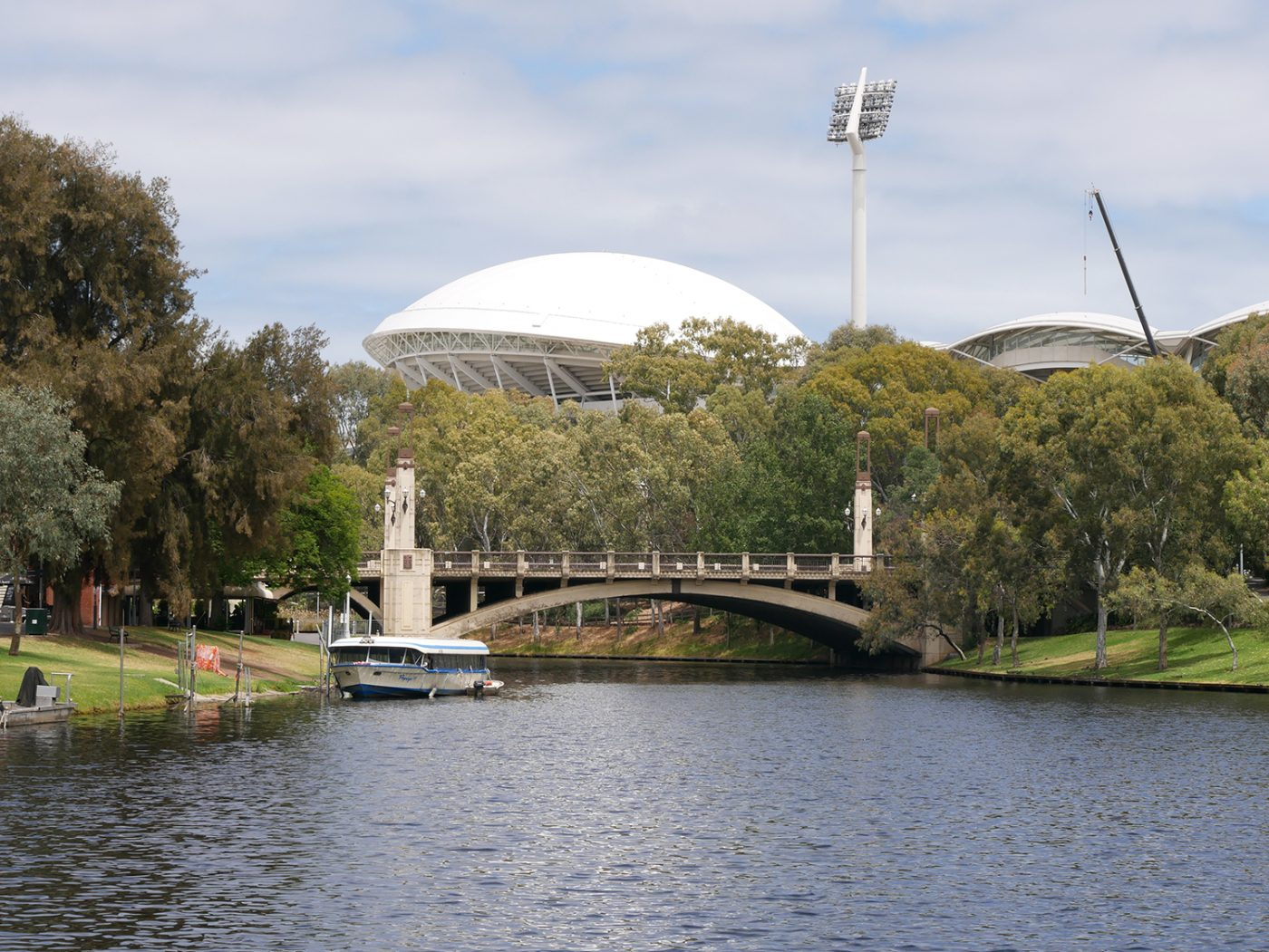 We leave the city behind us and walk to the Adelaide Oval