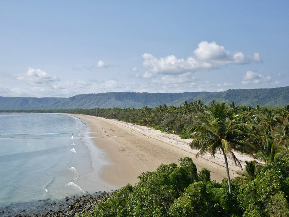 Four Mile Beach with the rainforest on the background